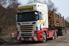 Scania R620 V8 (Mrtainn) Tags: truck scotland highlands alba forestry escocia lorry alban szkocja v8 esccia schottland westerross schotland ecosse lochalsh scozia skottland rossshire skotlanti skotland kyleoflochalsh broskos caollochaillse forstwirtschaft esccia skcia foresterie r620 albain skogsbruk iskoya  rawtherapee  lenictwo lochaillse metstalous metsnhoito skovbrug scaniar620 gidhealtachd coilltearachd taobhsiarrois siorramachdrois forstgerte forstwesen  scoia skogindustri skogvesen lraidh scaniar620v8  enginyeriaforestal lesnictv  ingenierademontes basotze umarstvo selvicoltura sk62hfs macdiarmidhaulage