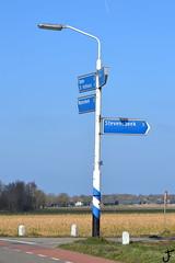 Philips SRM (f O h O) Tags: sox nederland philips brabant srm noordbrabant lantaarnpaal anwb straatverlichting westerbeek armatuur bewegingswijzer