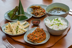 Shan Traditional Lunch and Dinner set (sanctuminle) Tags: myanmar inlelake shanstate burmesefood myanmarfood hotelrestaurant burmesecuisine sanctuminleresort