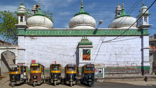 India - Rajasthan - Jodhpur - Streetlife With Auto Rickshaws - 141