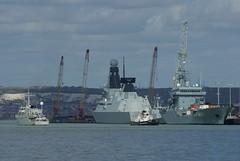 Hnlms Vlaardingen (smashedupbri) Tags: ship harbour cranes portsmouth tug tanker warship minesweeper mcmv