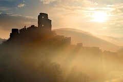 Light Through the Ramparts (midlander1231) Tags: light england mist castle nature sunrise dawn dorset corfecastle