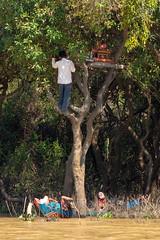 Tonle Sap, Siem Reap. (Yuzie Yusoff) Tags: life people photography cambodia photojournalism documentary siemreap angkor tonlesap rituals floatingvillage jpc everydayeverywhere everydayasia jebatphotographyclub