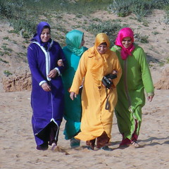 oualidia four colors (kexi) Tags: africa colors smiling square four march sand women colorful 4 smiles samsung morocco maroc 2015 maroko instantfave oualidia wb690