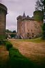 Château du Dauphin, Pontgibaud 1 (Graphisme, Photo, et autres !) Tags: france castle church nature voigtlander medieval château eglise auvergne colorskopar ultron orcival 40mmf14 pontgibaud voigtlanderr3m