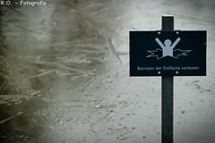 Betreten der Eisfläche verboten / No trespassing the ice (R.O. - Fotografie) Tags: park winter sea lake ice water lumix see frost outdoor no bad panasonic eis fz 1000 verboten dmc trespassing betreten flus driburg gräflicher fz1000 dmcfz1000