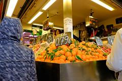 (ad_n61) Tags: flores rojo gente super zaragoza mercado silla fujifilm invierno naranja fujinon corazon wr ebc tranvia xf 2016 ois 13556 xt1 18135mm