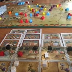 ZhanGuo - เกมแข่งกันรวมประเทศจีนสมัยจิ๋นซีฮ่องเต้ สนุกดี บาลานซ์ดี และมีวิธีทำคะแนนเยอะมาก เล่นง่ายแค่ลงไพ่มาตาละใบ เลือกว่าจะเสียบกระดานเพื่อรอทำคอมโบ้หรือคะแนนระยะยาว หรือจะใช้ทำแอ๊กชั่น ให้อารมณ์คล้ายกับเกม Russian Railroad ตรงที่ทำคะแนนได้เป็นร้อยๆ คะ