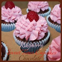 Chocolate-Raspberry Cupcakes-Sweettonescupcakes (Sweet Tones Cupcakes) Tags: thailand cupcakes losangeles chocolate cupcake raspberry stc chocolateraspberrycupcakes gourmetcupcakes sweettonescupcakes sweettonescc cupcakology
