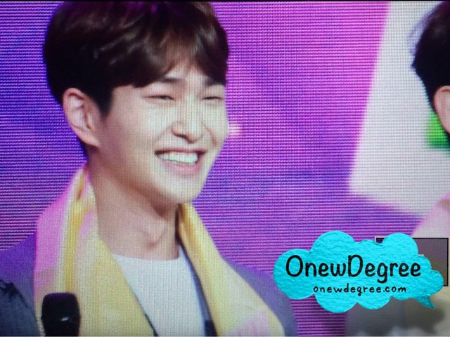 160328 Onew @ '23rd East Billboard Music Awards' 25502296403_12095f099a_z