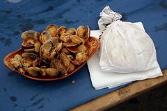 Carril - festa da ameixa (carolus_croque) Tags: comida ameixas colorescomplementarios almejas pregamewinner pregamesweep