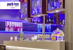 Park Inn by Radisson Neumarkt (EVENT Hotels) Tags: modern bar bayern hotel radisson carlson led lobby innen deu flasche blaueslicht parkinn obst theke neumarkt deutschlandgermany tresen lobbybar 4sterne rezidor windlichte provent