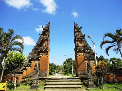 Pura Lingsar Wisata Lombok Syarat Akan Kerukunan Umat Beragama