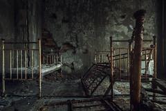 Sperrzone von Tschernobyl - Prypjat Krankenhaus (Nils Grudzielski) Tags: abandoned canon hospital eos decay room ruin indoor urbanexploration horror zone krankenhaus verlassen chernobyl klinik urbex verfall abandonedplaces marode tschernobyl lostplaces arzt prypjat 5dm2 5dmark2