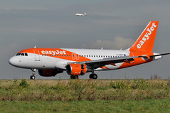 G-EZBY  CDG (airlines470) Tags: airport msn easyjet cdg a319 3176 a319111 gezby