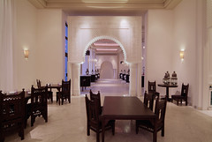 RSH Djerba (Primatours) Tags: restaurant hotel design djerba resort innen tisch interiordesign bogen tunesien radissonsas sule symmetrie orientalisch maurisch 4sterne rezidor wandleuchte marmorboden stugl sule