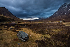 Glen Coe (Tony N.) Tags: sky mountains rock stone scotland cloudy pierre cottage peat ciel valley glencoe nuages rocher coe montagnes ecosse valle nuageux tourbe d810 lagangarbh lagangarbhcottage nikkor1635f4