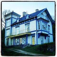 Halängen #halängen #dalsland #sverige #sweden #sveitserstil... (Anders SB) Tags: architecture t sweden hal sverige dalsland arkitektur trehus sveitserstil uploaded:by=flickstagram snickargl bygnadsv instagram:photo=994867323633233946202339955