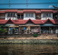 (ny_iam) Tags: street travel roof people thailand boat town asia pattern market bangkok symmetry east shanty nyiam