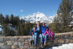 Family picture at the Snake River Overlook 1 (Aggiewelshes) Tags: travel family winter snow lisa april adrian wyoming olsen jacksonhole familypicture grouppicture jovie grandtetonnationalpark 2016 gtnp snakeriveroverlook