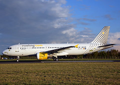 EC-KFI  Airbus A320-214 Vueling Airlines (Keith B Pics) Tags: madrid paint airbus southend aerlingus sen a320 vueling vuelingcom eckfi egmc airlivery keithbpics vlg903p