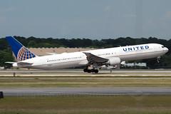 United Airlines Boeing 767-424/ER N66057 (Flightline Aviation Media) Tags: airplane airport aircraft aviation united jet houston boeing airlines iah 767 stockphoto kiah 767400 n66057 georgebushintercontinental canon50d 767424 bruceleibowitz flightlineaviationmedia 2682165