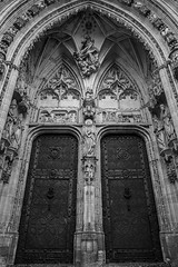 DSC06771 (javier_plazamar) Tags: blackandwhite bw blackwhite cathedral sony toledo fullframe ff a850 minoltaaf24mmf28 sonyalpha850
