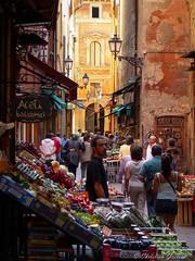 Bologna (christian.grelard) Tags: street colors italia couleurs vert panasonic bologna rue italie dmc légumes emiliaromagna bologne commerces fz28
