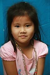 cute girl (the foreign photographer - ฝรั่งถ่) Tags: cute girl portraits canon thailand kiss child bangkok khlong bangkhen thanon 400d