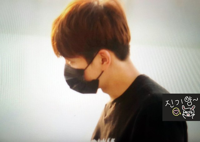 160328 Onew @ Aeropuerto de Incheon {Rumbo a China} 25478126173_d08aa360d0_z