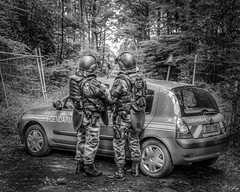 L'attente. (f.ray35) Tags: france cops ombre contraste nationale gendarmerie gendarmes