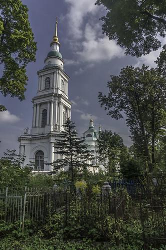 На погосте (In The churchyard)