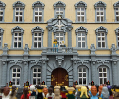 Vive le Roi! (Jonas Wide ('Gideon')) Tags: building architecture facade lego palace celebration baroque bobs eurobricks oleon