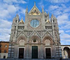 Siena Cathedral - Dom von Siena (Kat-i) Tags: italien blue sky italy church architecture cathedral dom kirche himmel front architektur siena marble blau kati fassade gotik katharina toskana tuskany marmor cattedraledisantamariaassunta nikon1v1