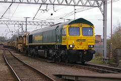 Freightliner 66585 heading north through Carlisle on an engineers train (Mark Bowerbank) Tags: train north an through heading carlisle engineers freightliner 66585