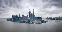 Those who are outside want to get in Those who are inside want to get out  #shanghai #shanghailife #rain #Lujiazui #thebund (Lawrence Wang ) Tags: get rain out outside shanghai who want inside those thebund lujiazui  shanghailife