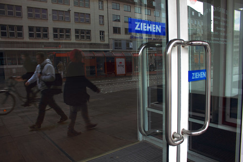 "In der Holstenbrücke (01) • <a style=""font-size:0.8em;"" href=""http://www.flickr.com/photos/69570948@N04/26597369862/"" target=""_blank"">View on Flickr</a>"