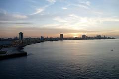 Skyline and Sunset Malecon Havana Cuba (roli_b) Tags: sunset sol skyline la december sonnenuntergang havana cuba malecon dezember habana havanna kuba decembre 2015 caletadesanlazaro december2015