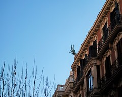 angel caído (sofiadiaz) Tags: madrid edificios cielo estatua angelcaido