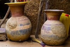 Eau potable (DeGust) Tags: africa niger ne westafrica afrique activites jarre ner niamey  afriquedelouest nikkor85mmf14  tillaberi   nikond3s