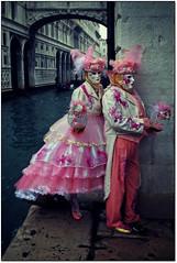 Venezia. Il Carnevale... (rogilde - roberto la forgia) Tags: pink venice party corner calle dance mask rosa ponte festa carnevale venezia canale maschera ballo coppia maschere sospiri vestiti proposta angolo vestito