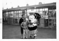 Minnie Mouse, 1962 (Tom Simpson) Tags: california vintage costume gate disneyland character disney 1960s minniemouse anaheim 1962 maingate vintagedisney