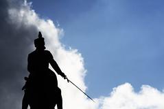 Knight (& bird) (IvanHdezRuiz) Tags: blue cloud color colour bird azul cielo knight pajaro aire libre nube caballero raro armado