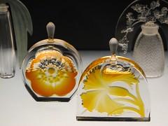 Les flacons de parfum selon Ren Lalique - Muse lalique, Wingen-sur-Moder (67) (Yvette Gauthier) Tags: artnouveau alsace 67 lalique flacon parfum basrhin joaillier renlalique bijoutier matreverrier wingensurmoder
