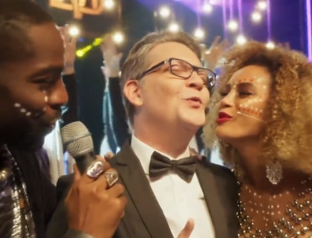 """Kiko Mascarenhas diz que """"mente bem"""" ao cantar e dançar em """"Mister Brau"""""""