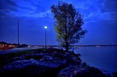 Peschiera in Blu (Everardus) Tags: lake lago nikon garda porto notte lungolago d610