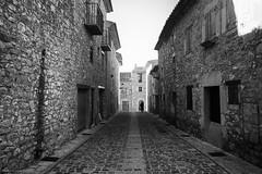 Main Street. (Carlos Poveda Fotografia) Tags: leica bw byn blackwhite rangefinder silueta castellon culla telemetrica leicam8 voigtlandercolorskopar21mmf4