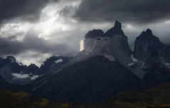 Luces de Montaa (LFelipe_P) Tags: chile light patagonia mountain lights torresdelpaine paine