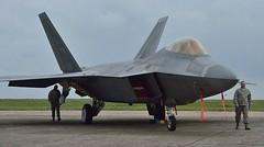 รัสเซียเคืองแน่! สหรัฐฯข่มขวัญ ส่งบินรบสุดล้ำ F-22 2 ลำมาโรมาเนีย         กองทัพอากาศสหรัฐฯ ส่งเครื่องบินรบเอฟ -22 แร็พเตอร์ 2 ลำ ซึ่งได้รับการกล่าวขานว่าเป็นเครื่องบินรบที่มีความก้าวล้ำมากที่สุดในโลก มายังโรมาเนียเป็นครั้งแรก แถมยังเลือกชัยภูมิประจำการอย