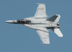 F/A-18F - Banking turn (phrutography) Tags: highspeed thunderoverlouisville fa18f navytacdemo bankingturn thunderoverlouisville2016